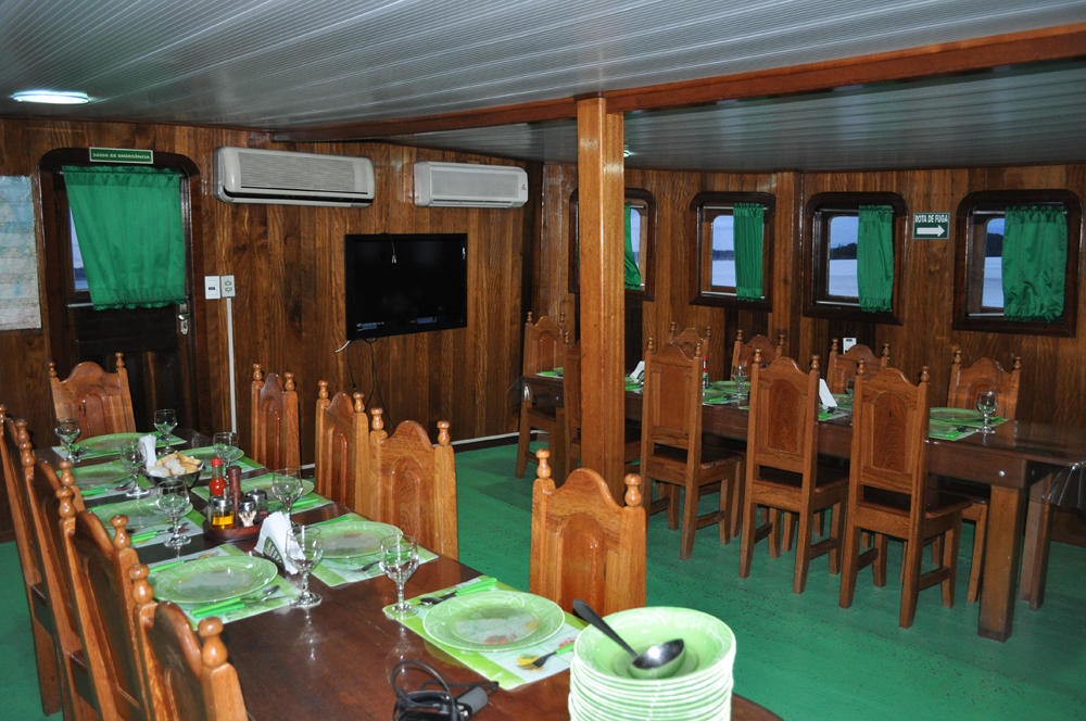 peacock bass fishing trip - dining room